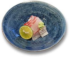 鯛のお造り・・・スダチ、山椒、玉藻塩、土佐醤油