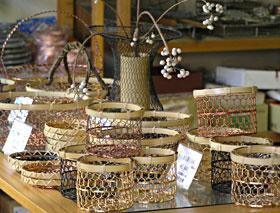 網で作られた道具たち