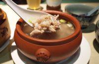 【雲南料理 昆明(こんめい)】素材を生かした地味深い味わい。疲れた体を薬膳スープで癒したい。