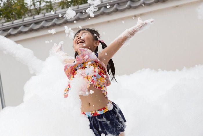 『映画村ひえひえ王国』 =夏だ!びしょびしょ!映画村!! 泡まみれで遊ぶ期間限定アトラクション=