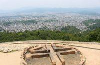 【五山の送り火 大文字山】 五山の送り火の「大」を目指して。京都市内の絶景が目の前に広がる、大文字登山!