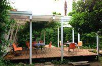 【バザールカフェ】 広い庭は子どもの遊び場、テラスで大人はティータイム。年齢、国籍問わず、いろいろな人が集うカフェ!