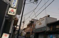 <深草商店街> 京都と大阪を結ぶ、京阪電車と疎水が走るまち