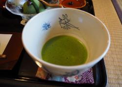 【皐盧庵茶舗】茶の栽培、製造、販売とすべて手掛ける、大徳寺近くのお茶屋さん。ゆったりとした時間と共に特別なお茶のひとときを。