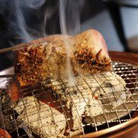 これぞ焼肉、これぞ牛!「焼肉家 益市 八条口」で、極厚のカタマリ肉に喰らいつく!