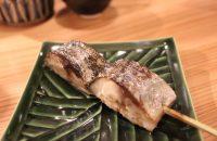 脂の乗った鯖の旨さにビックリ!「炭焼やないの」で海鮮串焼と日本酒を楽しむ!