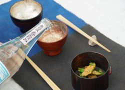 第2回〈穀雨のおつまみ〉 「スナップエンドウの酢みそ和え」で、日本酒を