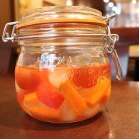 【E-TOKO深草 テイクアウトマーケット】野菜ソムリエでもあるシェフが作る、オレンジハウスの「深草野菜のピクルス」